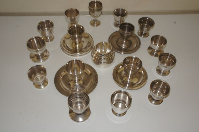 Lot of 17 egg cups / Eggcups 20th century.