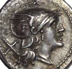 The Roman Republic - Anonymous - AR Denarius (Silver, 19mm, 4,20g.), Rome mint c. 211 BC - Head of Roma / Dioscuri - Cr. 44/5