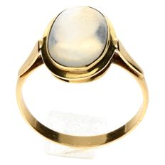 14 kt. Gold ring with moonstone - size 17¾
