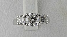 2.05 ct  round diamond ring made of 14 kt white gold - size 6.5