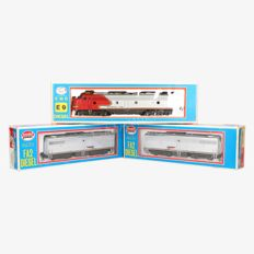 Model Power/Roco H0 - Diesel locomotive Series GM EMD E9 of the Santa Fe with 2 B-units