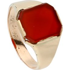 14 kt - Yellow gold signet ring set with a carnelian - Ring size: 22.25 mm
