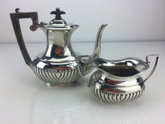 Silver coffeepot and sugar bowl, Nathan & Hayes, Chester, United Kingdom, 1904.