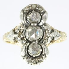 Typical Dutch antique style yellow gold engagement ring with silver diamond top - Anno 1960
