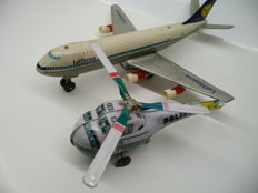 "Haji/Kashiwai, Japan - L. 24-32 cm - ""Lufthansa Boeing 747 Jumbo Jet Plane"" made of tin/plastic and Helicopter, battery/friction-operated, 1970s"