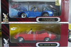 Road Signature - Schaal 1/18 - Shelby Cobra & Chevrolet Corvair Cabriolet