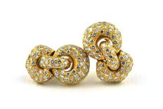 """Exclusive Diamond Earrings with 186 Diamonds Total +/- 3.70CT  """"G"""" Color / """"VVS"""" Purity, set on (stamped 750) 18k Yellow Gold"""