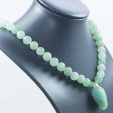 18 kt gold and jade necklace with central jade - 48 cm