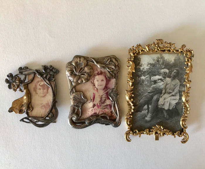 Two small Art Nouveau frames and a frame in Baroque style - Catawiki