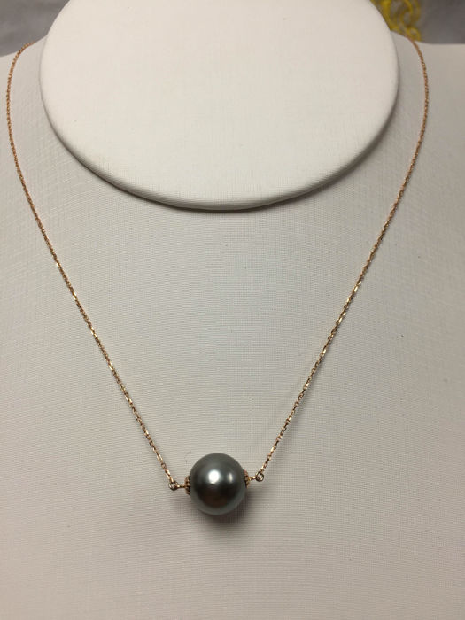 The South Sea, the Black Pearl 18K gold necklace. Pearl diameter: 9.8 mm. New no wear * no reserve price *
