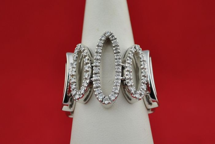 Oval-Links Ring with 54 Diamonds +/-0.65ct set on 18K/750 White Gold - E.U Size 56/57