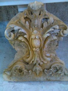 Coat of arms in stone grit - Italy - 20th century