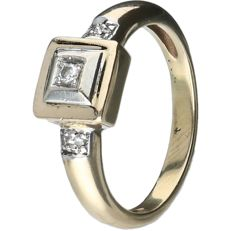 14 kt Yellow gold ring set with one round, brilliant cut diamond of approx. 0.03 ct and four diamonds of approx. 0.01 ct each and approx. 0.07 ct in total - Ring size: 16.5 mm