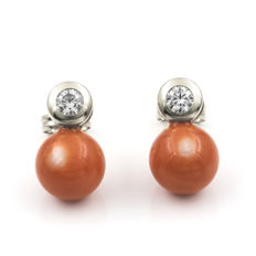 White gold of 18 kt/750 - Earrings - Natural Pacific Coral - Earring height: 12.50 mm