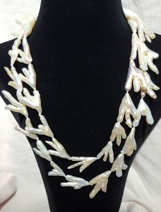 Long necklace with white freshwater cultured pearls - Length: 106 cm - Pearl size: 28 to 35 mm