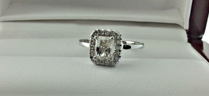1.12 Ct  radiant  diamond ring made of 14 kt white gold - size 6