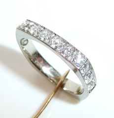 Angular eternity ring made of 14kt / 585 white gold with 12 white brilliant cut diamonds of 0.94ct.