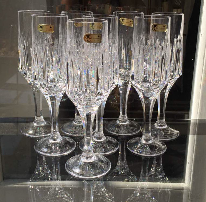 Lot consisting of 8 champagne flutes of fine crystal
