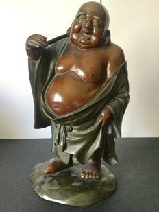 Large patinated bronze laughing Buddha in brown and green laquer (39 cm) - Japan - c.  1900 (Meiji era).