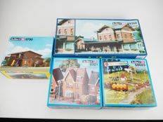 Kibri H0 - 580238321/9790/39368 - A lot with four unbuilt buildings