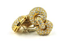 """Dazzeling Diamond Earrings with 186 Diamonds Total +/- 3.70CT  """"G"""" Color / """"VVS"""" Purity, set on (stamped 750) 18k Yellow Gold"""