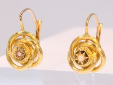 Adorable Victorian short-hanging gold earrings with pearls - Anno 1880