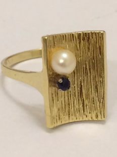 14 kt gold handmade designer ring with pearl and sapphire – ring size 18.7 mm