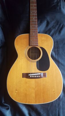 Morris F301 Acoustic guitar (Martin copy) - Japan - 1975