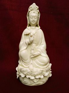 Chinese Dehua Porcelain Kwan-yin Guanyin 26 cm - China - late 20th century