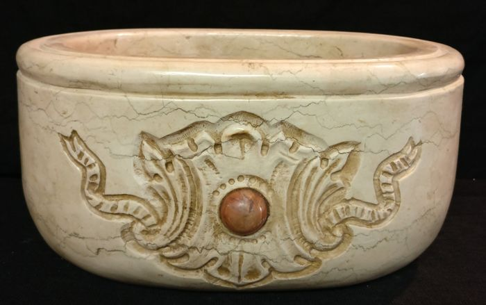 Oval Botticino marble stoup with central inlay in Red France marble - hand carved and handcrafted - Italy, Venice - 21st century