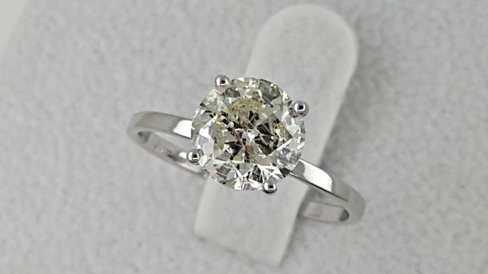 1.72 ct round diamond ring made of 14 kt white gold - size 7