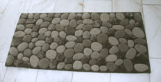 Ligne Pure - modern rug with pebble pattern in shades of grey