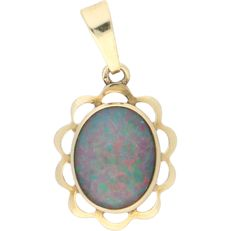 14 kt - yellow gold pendant set with a cabochon cut opal doublet - Length: 21 mm x width: 11 mm