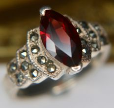 Antique Sterting silver ring from approx 1900 set with a 1.32ct Bohemian Garnet enchanted by with marquisettes