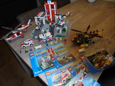 City - 7892 + 7044 + 7903 + 7902 + 7890 - Hospital + Rescue Chopper + Rescue Helicopter + Doctor's Car + Ambulance.