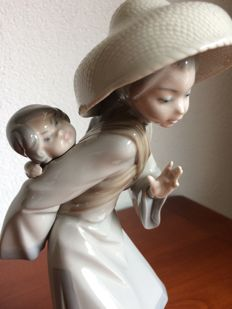 "Lladro beeld - ""Chinese lady with baby on her back""  no. 5123"