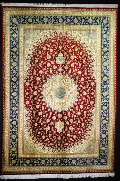 Splendid collector's piece, GHOUM Iran, signed, silk on silk: 353 x 248 cm in mint condition