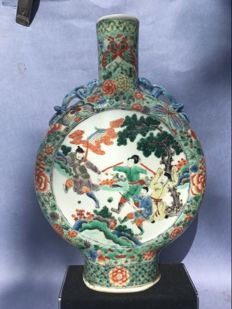 A famille verte moon bottle - China - 19th century