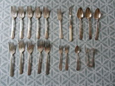 Lot of silver plated Wellner cutlery, WMF, Rogers (99 pieces)