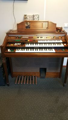 ELECTRIC ORGAN BY THE BRAND ELECTONE