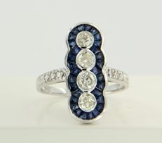 14 kt white gold ring set with sapphire and 10 brilliant cut diamonds, approx. 0.68 carat in total