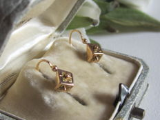 'Sleeper' earrings in pink and yellow gold