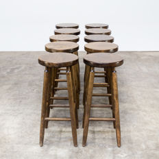 Manufacturer unknown – Set of 10 vintage dark oak bar stools