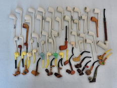 34 clay pipes and 25 miniature pipes - period 1950 - 1970