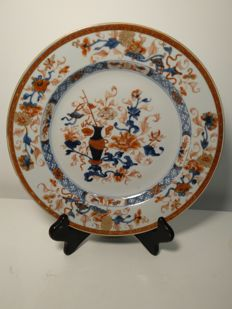 Imari porcelain plate decorated with plants patterns - China - Circa 1730.