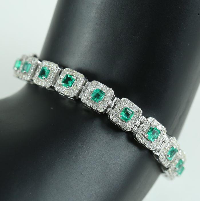 IGI certified Very Exclusive White Gold Diamond Bracelet with 5.26 ct. Colombian Emeralds and 5.15 ct. Diamonds