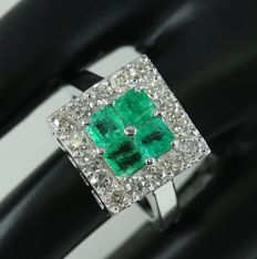 IGI certified Very Exclusive White Gold Colombian Emerald and Diamond Ring