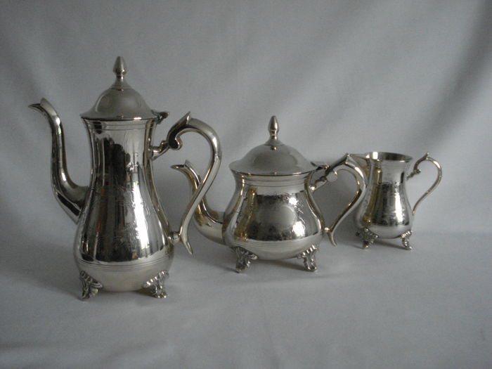 E.P.N.S. : 3-piece silver plated tea/coffee set Tea pot, coffee pot, sugar bowl with lid, creamer