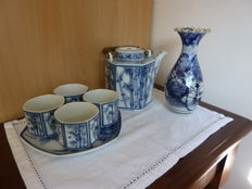 Arita coloured base and 'white and blue' tea dinnerware - Japan - Early 20th century and mid 20th century