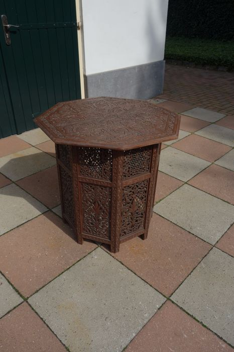 Folding table - India - early 20th century (H: 76 cm)